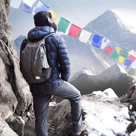 Wasserdichter Rucksack für Trekking Fans - die besten Outdoor Geschenke für Reise Freunde